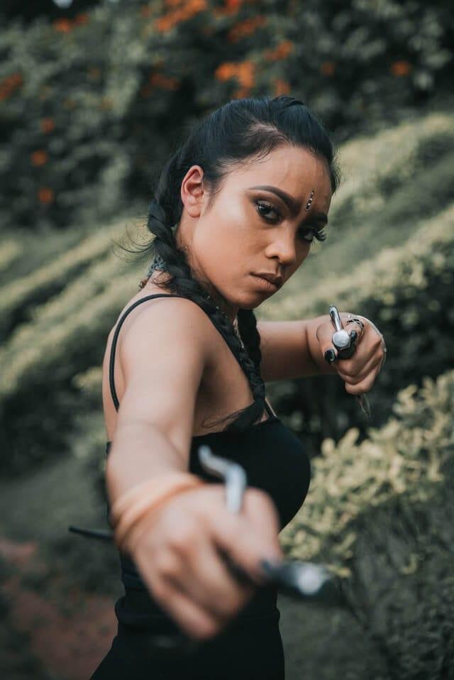 amazon cosplay girl targeting